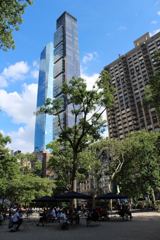 麥迪遜廣場公園有不少在建的公寓樓。(記者劉大琪/攝影)