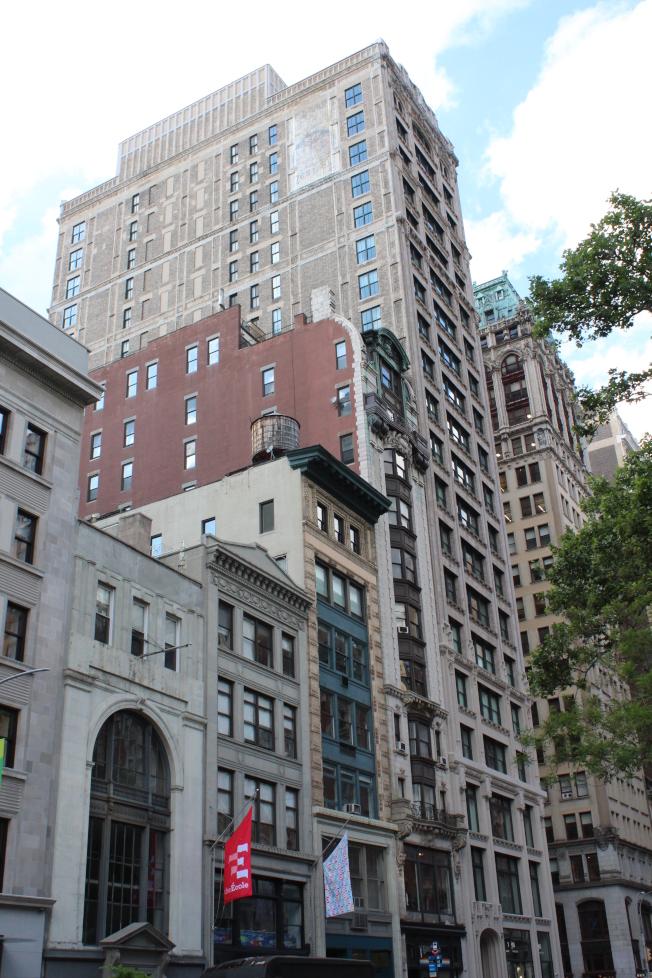第五大道212號頂樓公寓的售價近億元。(記者劉大琪/攝影)