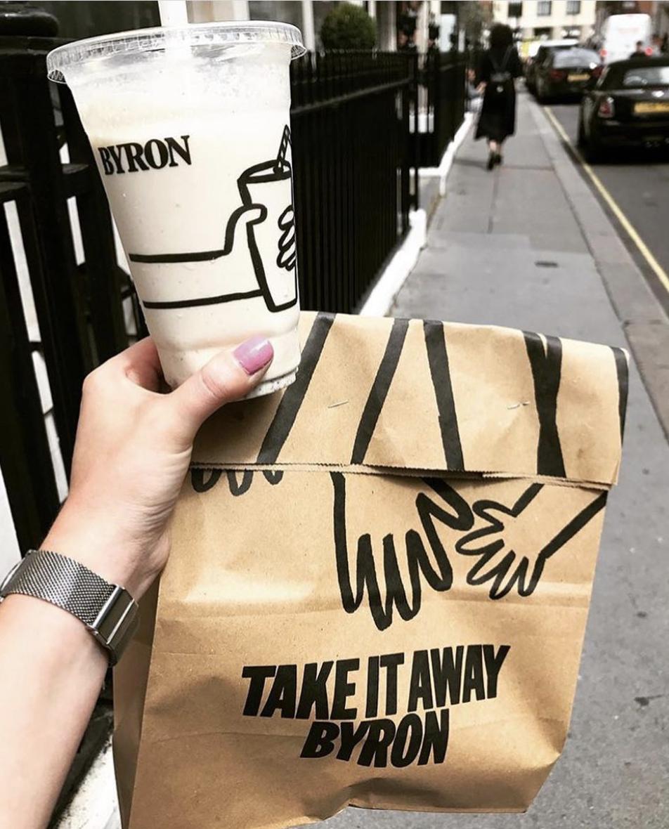 巴克萊研究指出,力求生存的餐廳業者例如拜倫(Byron)、普雷佐(Prezzo)可利用24小時手機送餐平台外送餐點增加營收。取自拜倫漢堡店Instagram