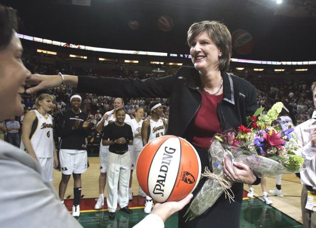 圖為美國女子籃球界傳奇人物安‧唐納文(Anne Donovan)13日因心臟衰退過世於北卡羅萊那州威明頓,享年56歲。美聯社