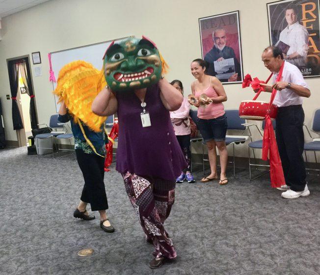 南卡雷新屯公立圖書館 又唱又跳學中文