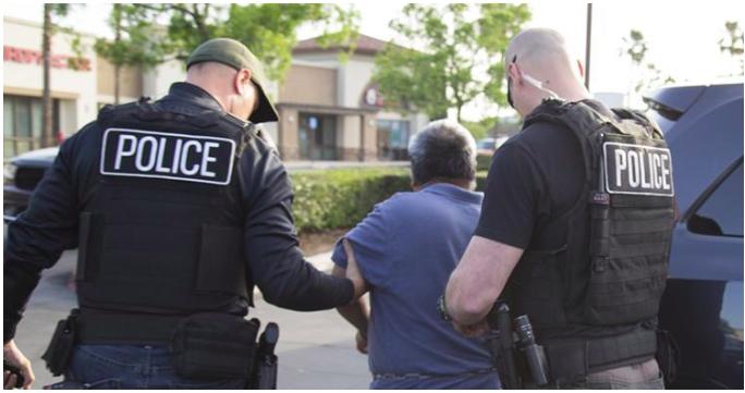 今年4月,ICE逮捕一名違反人權的非法移民。(圖:ICE提供)