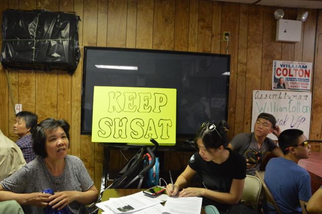 百餘名家長參與16日寇頓舉辦的特殊高中緊急會議。(記者牟蘭/攝影)