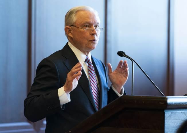 司法部長塞辛斯在賓州要求聯邦、州和地方警察共同執行移民法。(Getty Images)
