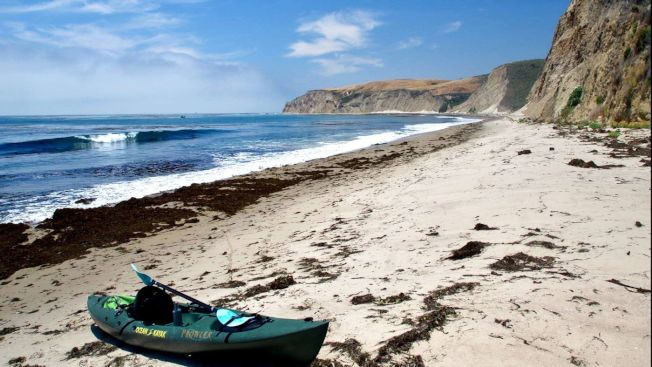 霍利斯特牧場海岸線可能是加州最原始的海岸棲息地,也是衝浪者天堂。現在只有小艇可從海路抵達。(洛杉磯時報)