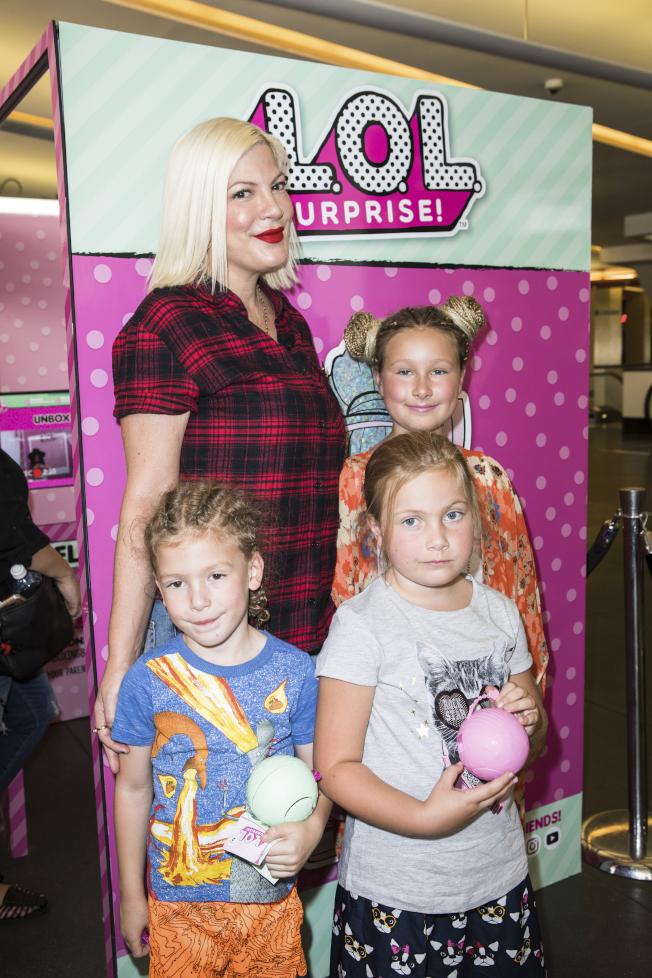 朵莉史貝林去年帶著孩子參觀影片公司。(美聯社)