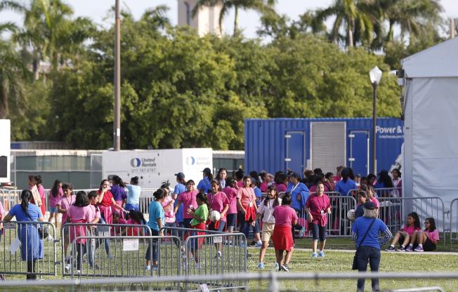 無證移民兒童在佛州一處收容中心。(美聯社)