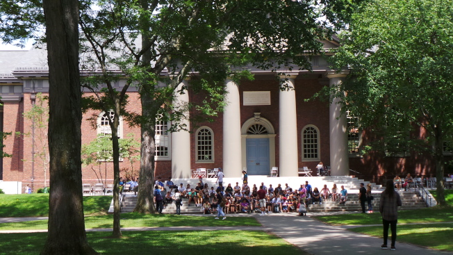 被控告招生過程對亞裔不公平的哈佛大學被指偏好錄取白人校友子弟。(記者唐嘉麗/攝影)