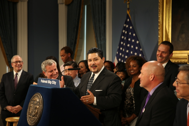 卡蘭扎宣布曼哈頓第三學區率先全面實施「校園多元化」計畫。(記者洪群超/攝影)