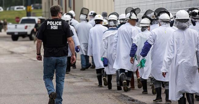 移民及海關執法局19日突檢俄亥俄州一家大型肉類加工廠,逮捕146名工人,這是ICE近十年最大規模的一次工作場所逮捕行動。(取自ICE網站)