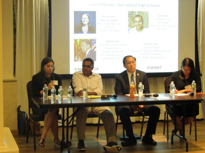 亞美聯盟邀請亞裔組織代表與市教育局官員對話,討論SHSAT存廢。圖左至右為Emmy Liss、Syed Ali、李立民和Marissa Martin。(記者顏嘉瑩/攝影)