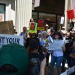 挺「零容忍政策」 塞辛斯訪洛 200市民抗議