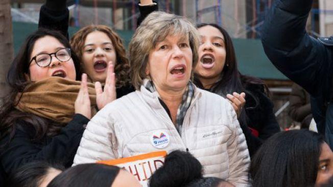 聯邦最高法院27日裁定所有公務員工會,都不得向非會員收取代理費,使教師工會受到重大打擊,可能因此失去多達三分之一會員和經費。圖為美國教師工會主席溫加頓在一項活動中發表談話。(Getty Images)