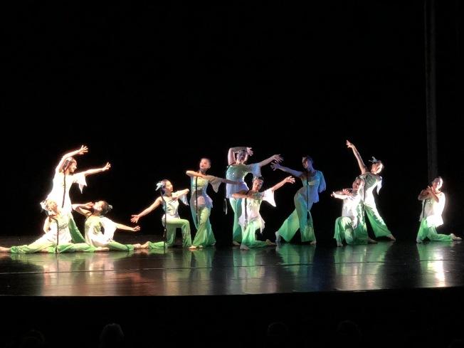 第32屆中華民族舞蹈展,舞蹈「山野小曲」唯美動人。(記者劉晨懿之/攝影)