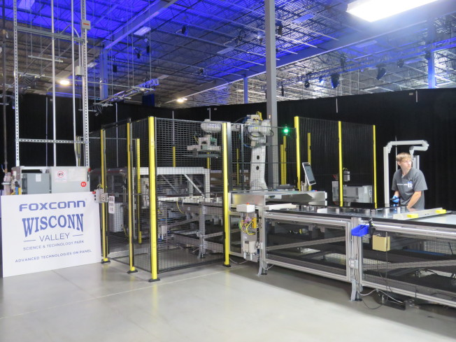 富士康美國威斯康辛州廠區28日舉行動土典禮,並於蒙特普萊森的辦公大樓展示部分技術。特派記者張加/攝影