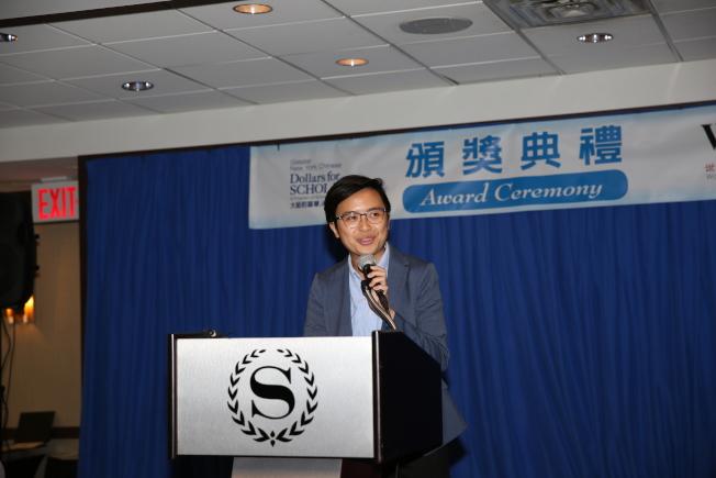 陳慧瑩介紹自己走遍全球各地華埠的研究項目。(記者洪群超╱攝影)