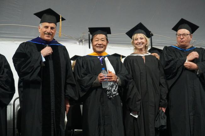 州參議員史塔文斯基、市議員郭登祺(右一)、華商會總幹事杜彼得(右三)也受邀到場祝賀。(記者林群/攝影)