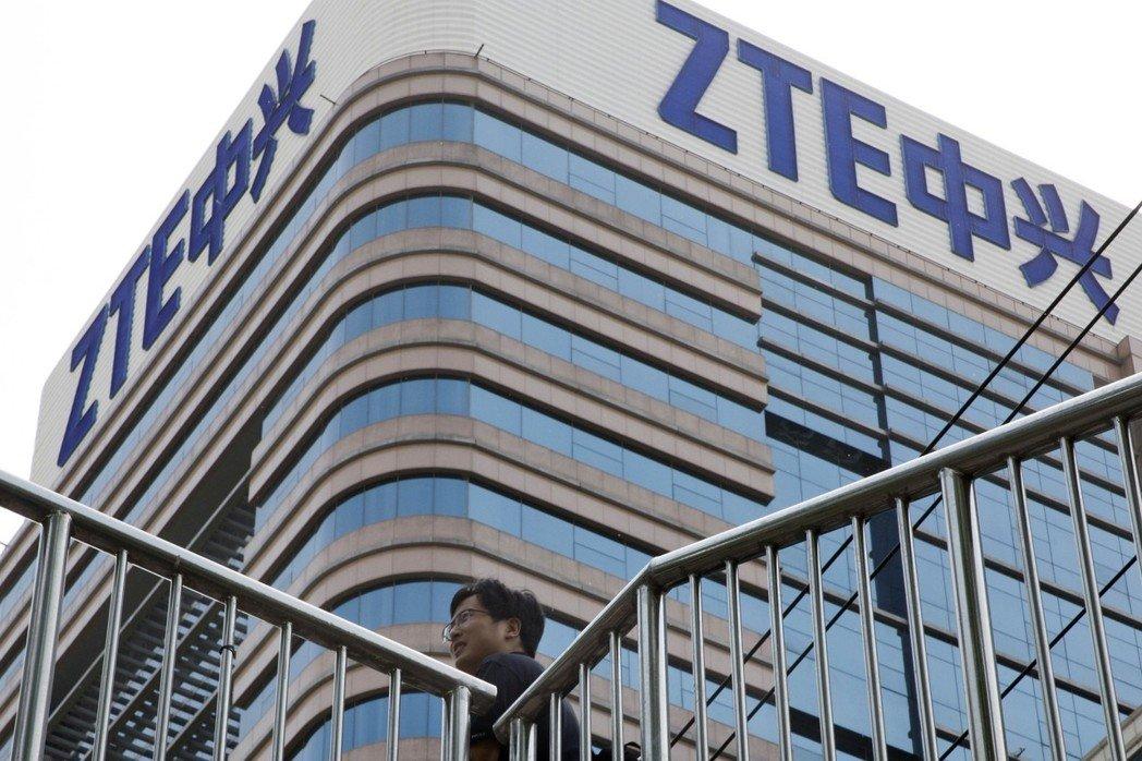 美國政府決定解除對中興通訊(ZTE)的嚴厲制裁,並對中興通訊罰款14億美元。 美聯社