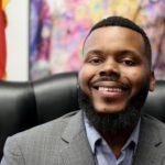 〈美國現象〉從窮困走來拯救窮困 非裔市長無條件「送錢」