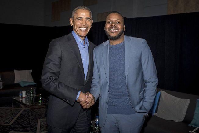 士德頓市長圖布斯大學時曾在前總統歐巴馬白宮實習,圖為他去年在歐巴馬基金會峰會演講後與歐巴馬合影。(取自Michael Tubbs推特)
