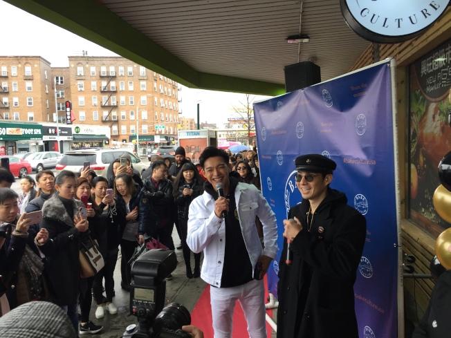 貝肯庄今年2月在法拉盛開幕時,吳建豪、辰亦儒兩人到場剪綵,吸引大批影迷。(本報檔案照)