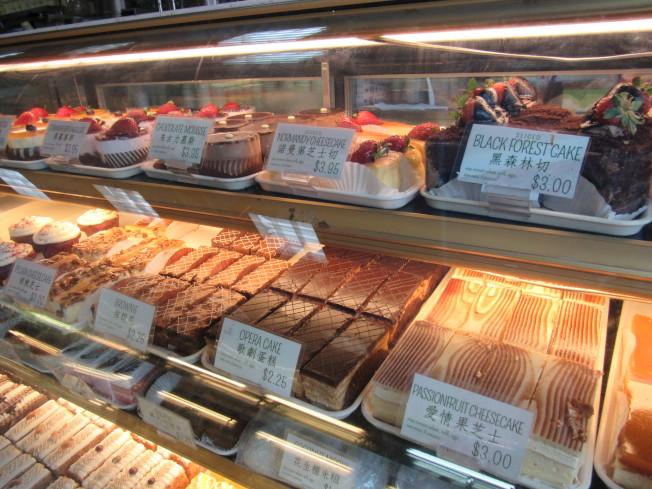 飛達西餅商品種類多元。(記者顏嘉瑩/攝影)