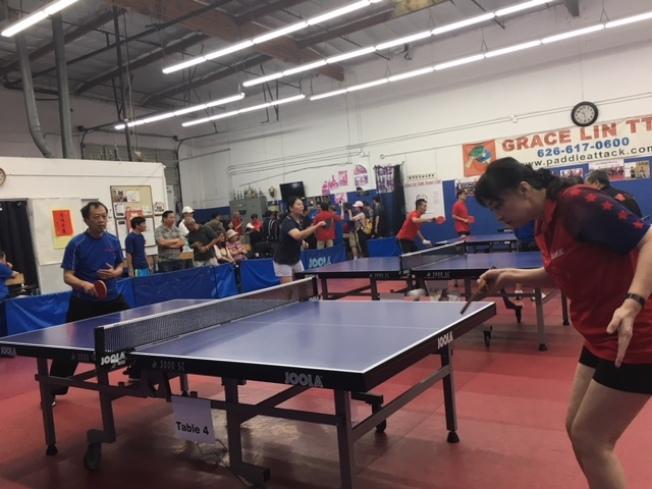 2018海華運動季桌球賽激戰八小時,來自洛杉磯百位桌球好手同台競技。(記者楊青/攝影)