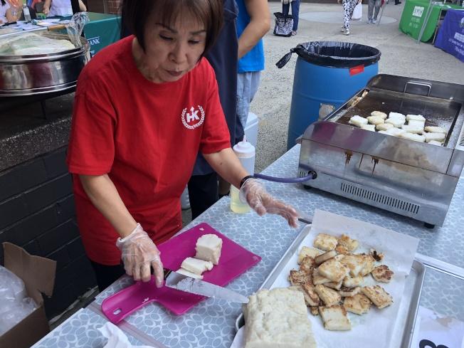 大紐約客家會準備台灣美食。(記者金春香/攝影)