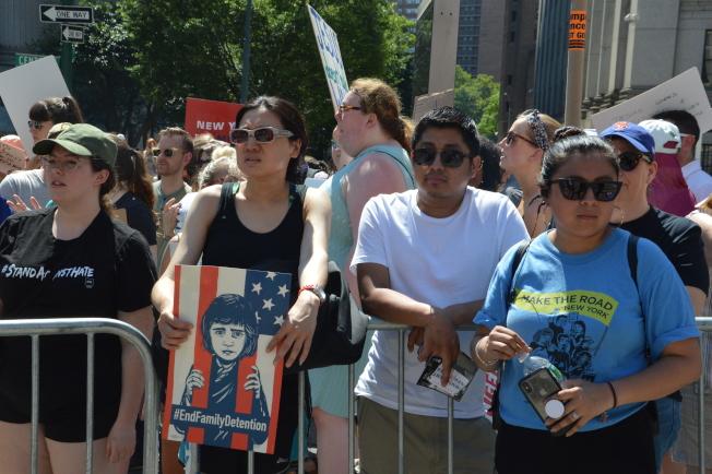 超過5萬民眾走上街頭參與「家人要在一起」示威遊行。(記者牟蘭/攝影)