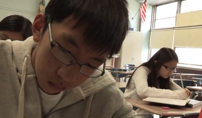 多個組織在華埠播映紀錄片「考試」,探討教育與社會地位的對等關係。(紀錄片預告截圖)
