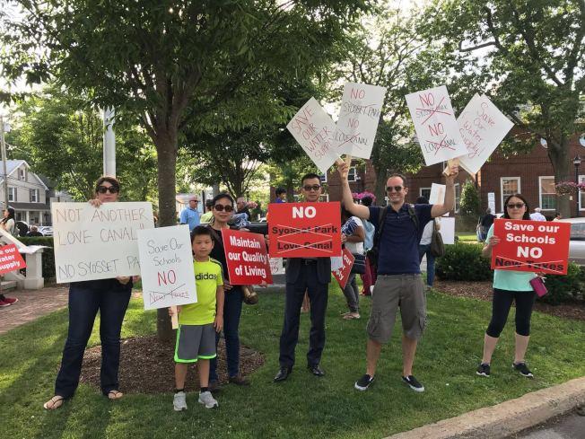 賽奧塞居民及附近受影響的社區民眾,集會反對賽奧塞公園開發案。(郭澤升提供)