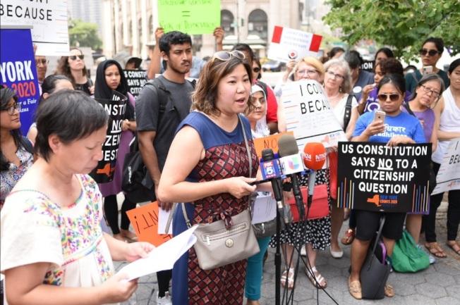 維權團體「每個紐約人都算數」3日在曼哈頓下城針對公聽會結果做出即時回應。(紐約移民聯盟提供)