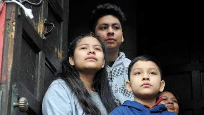 為了讓先前被拆散無證移民家庭的兒童與父母團聚,並確保這些孩子不會被人口販子冒名領走,聯邦政府將測試雙方的DNA以確定身分無誤。(Getty Images)