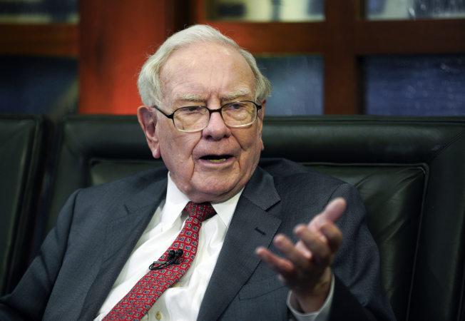 「股神」巴菲特現年87歲,還在工作。美聯社