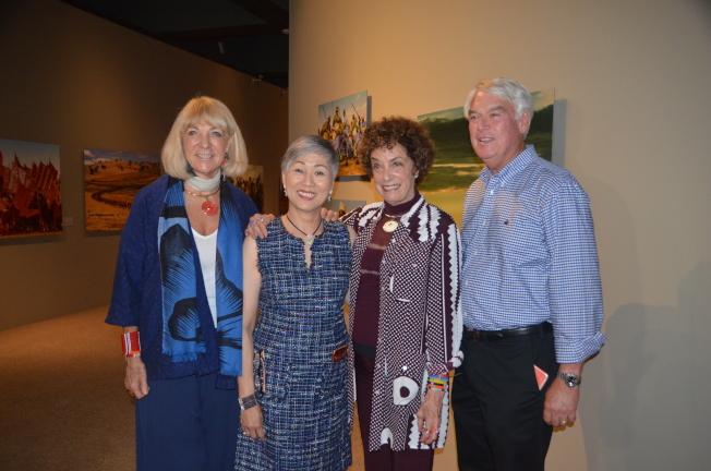 Angela Fisher(左起)、施劉秀枝、Carol Beckwith、館長Peter Keller。(記者王全秀子/攝影)