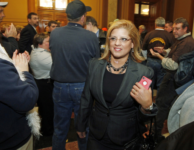 印第安納州民主黨眾議員瑞爾登(見圖)為文指控該州共和黨檢察長希爾,兩度不當地撫摸她。(美聯社)