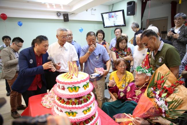百余名親友為中共歷史專家司馬璐慶祝百歲壽辰。(記者洪群超/攝影)