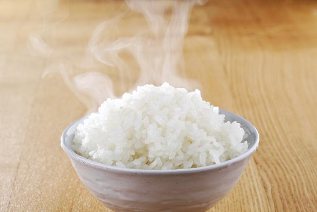 營養師指出,剩飯放在冰箱裡冷藏的時間,最長不應超過24小時。(Getty Images)