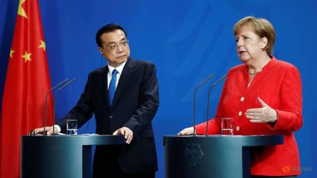 李克強(左)9日在柏林會晤梅克爾。路透