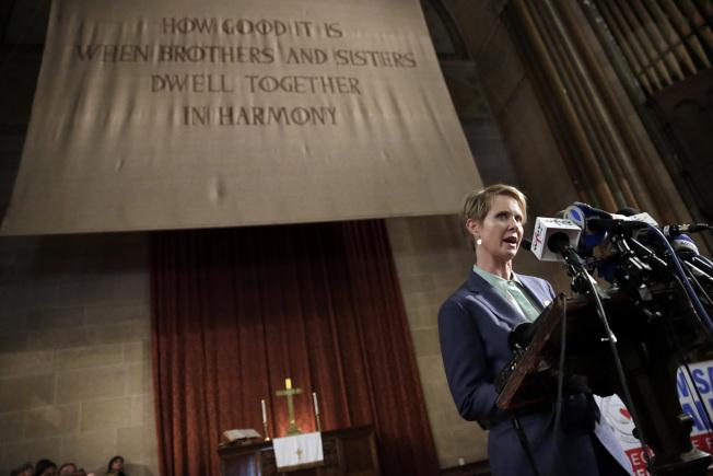 紐約州長參選人、女星辛西亞尼克森,上月在曼哈頓一所教會把移民與海關執法局稱為「恐怖組織」,引起白宮批評。(美聯社)