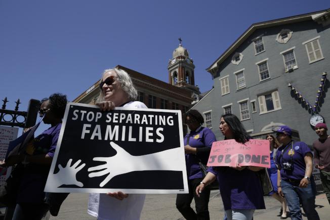 聯邦法官已同意把不滿五歲移民兒童回到父母身邊的期限延長。(美聯社)