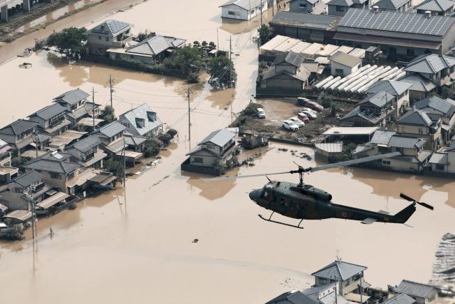 西日本連日豪雨,九州等多處已成水鄉澤國,災情慘重。(美聯社)