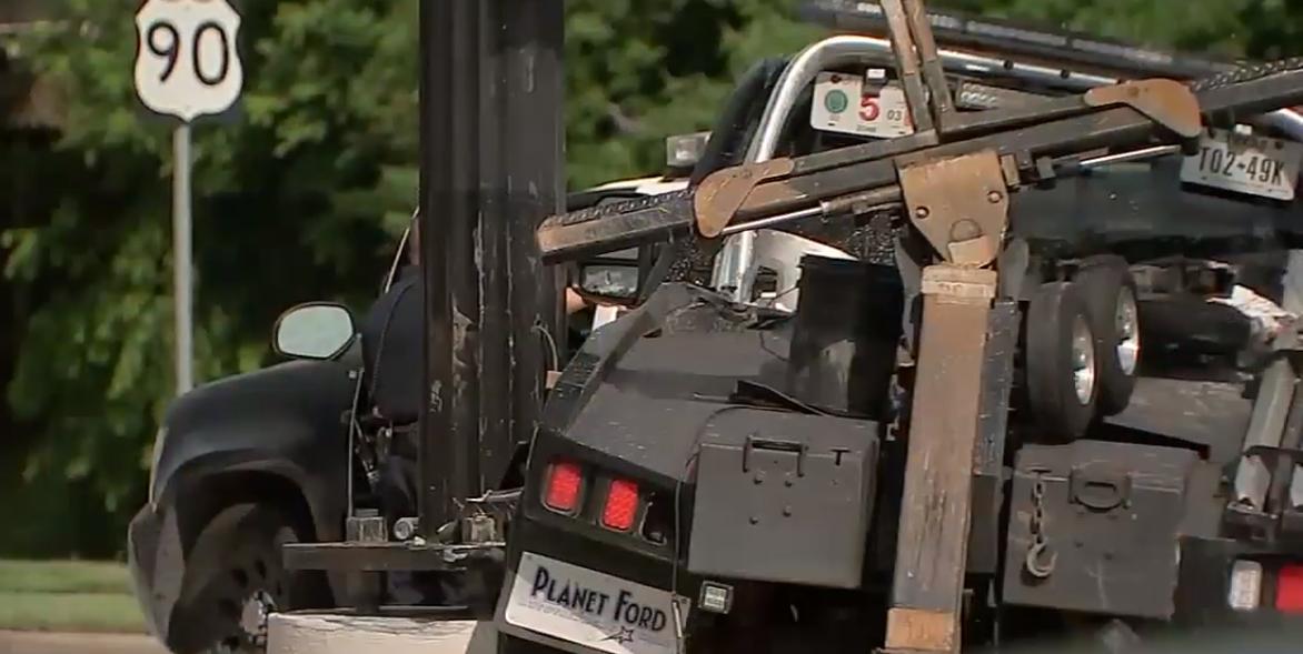 亞裔嫌犯偷開走執勤的拖吊車,失主追上後遭嫌犯倒車撞死後。(ABC13電視台,檔案照)