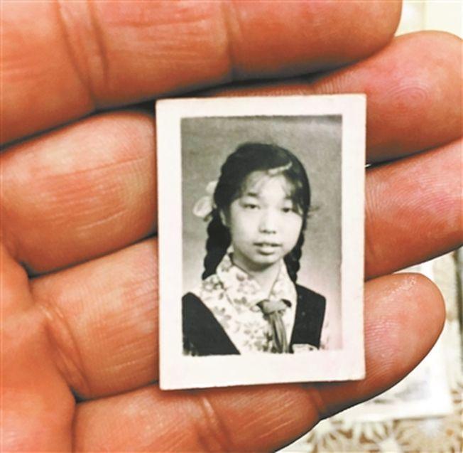 至今保存著中國筆友寄去的照片。(取材自北京青年報)