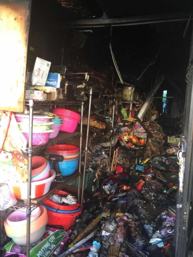 曾女士的一元店也被燒毀。(陳先生提供)