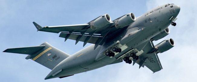 空軍C-17型運輸機一個3D列印製的馬桶蓋,價格高達1萬元;國會參議員已要求國防部調查。(Getty Images)