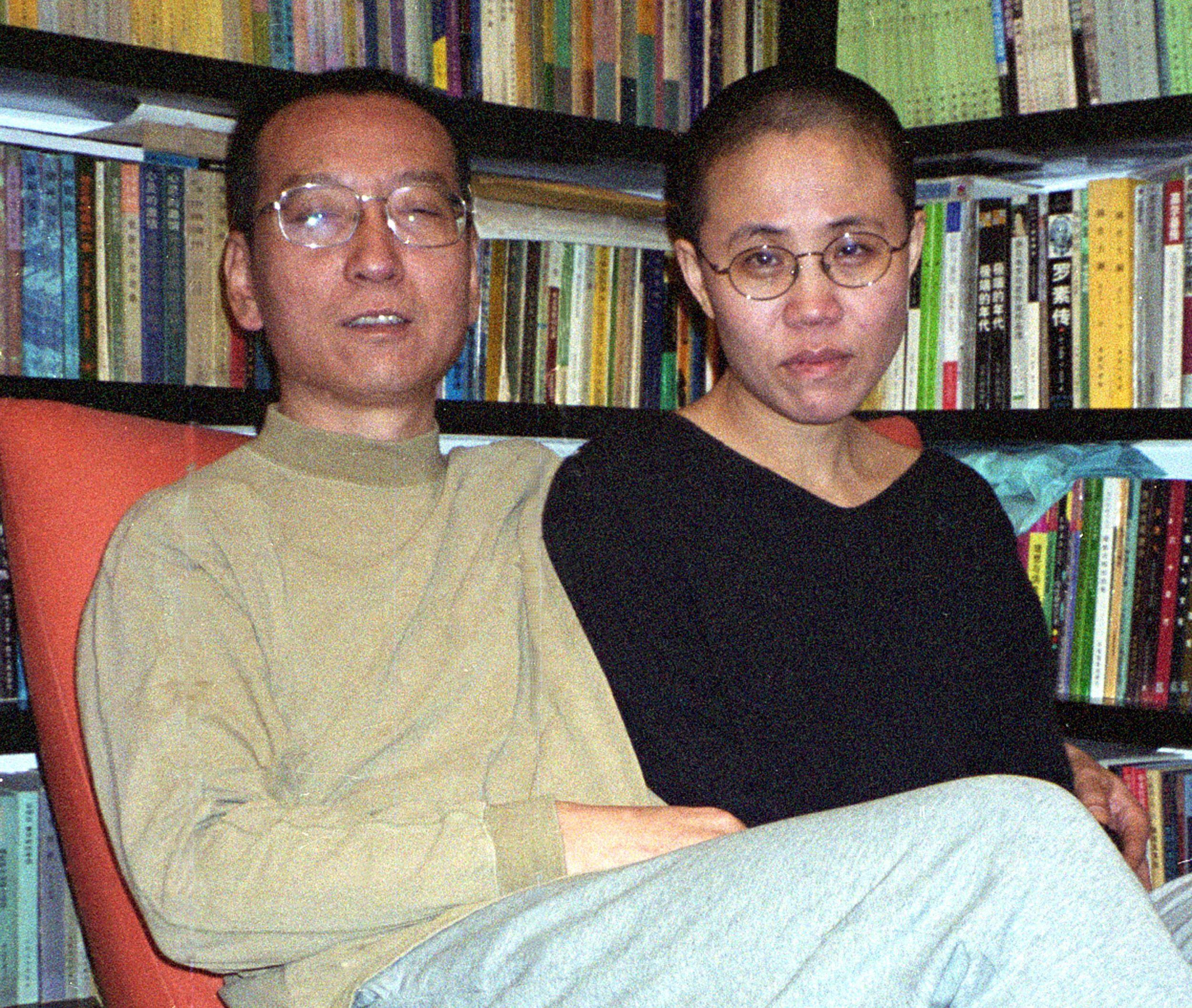 劉霞與丈夫劉曉波2008年攝於家中。(Getty Images)