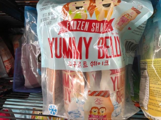 超市現在有各種口味的冰淇淋和冰棍。(記者張宏/攝影)