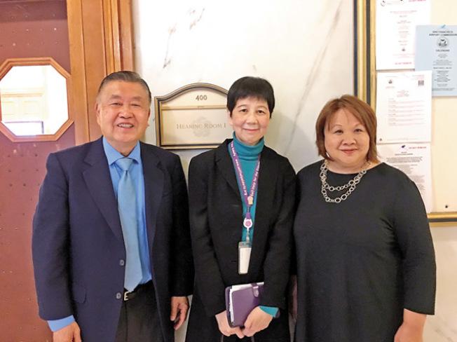 許可立(左起)、鍾月娟和蔣美琴出席機場委員會會議。(記者李晗╱攝影)