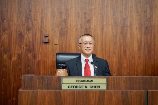 華裔市議員陳光豪就職。(記者陳開/攝影)